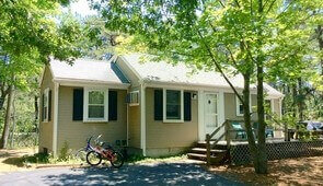 Chickadee, 3 bedroom, sleeps 6-available two nights Aug 3 and 4